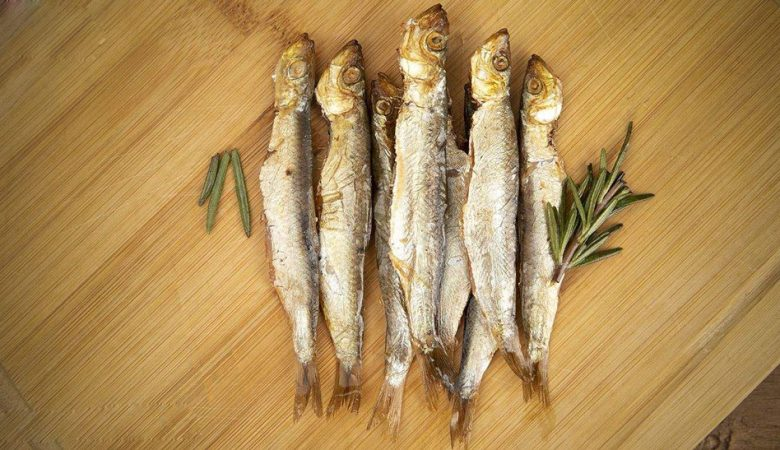 طرز دودی کردن و شور کردن ماهی